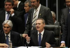 O senador Renan Calheiros abre a sessão no Congresso Nacional Foto: Michel Filho / Agência O Globo