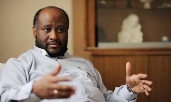 O padre da Eritreia tinha uma localização estratégica para ajudar os outros Foto: Reuters