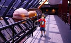 Vinicius Donola, de 6 anos, visita o Planetário da Gávea Foto: Fábio Rossi