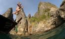 Julia Temer salta em Ko Phi Phi, na Tailândia Foto: Álbum de família