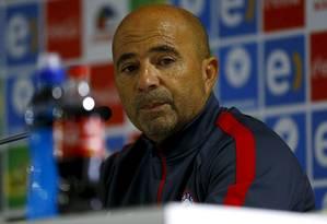 O técnico da seleção chilena, Jorge Sampaoli, estaria na mira do Chelsea Foto: IVAN ALVARADO / REUTERS