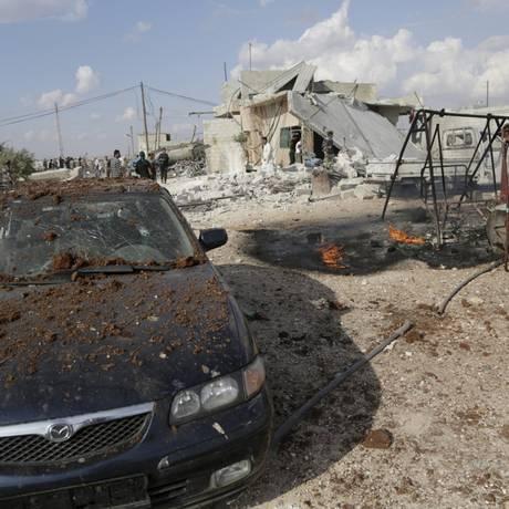 Destruição na cidade de Maasran, no interior de Idlib, apís bombardeio lançado, segundo ativistas, pela Rússia na quarta-feira Foto: Khalil Ashawi / Reuters