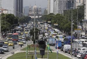 Avenida Presidente Vargas engarrafada em razão do acidente na Avenida Brasil Foto: Pablo Jacob / O Globo