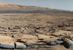 Camadas de sedimentos na Cratera Gale foram formadas por fluxos de água Foto: NASA
