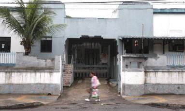 Fachada do presídio no Fonseca, em Niterói, para onde os PMs presos no BEP foram transferidos Foto: Fabiano Rocha / Agência O Globo