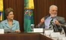 A Presidente Dilma Rousseff ao lado do ministro da Casa Civil Jaques Wagner Foto: André Coelho / Agência O Globo