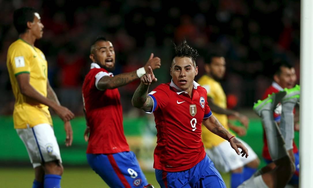 Vargas comemora o primeiro gol chileno na vitória sobre o Brasil IVAN ALVARADO / REUTERS