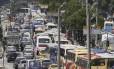 Veículos ficam parados na Avenida Presidente Vargas