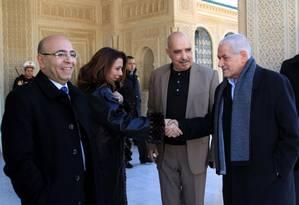 A partir da esquerda: Mohamed Fadhel Mahfoudh, presidente da Ordem Nacional dos Advogados da Tunísia; Wided Bouchamaoui, presidente da União Tunisiana da Indústria, do Comércio e do Artesanato; Abdessattar Ben Moussa, presidente Liga Tunisiana dos Direit Foto: Associated Press / Mohamed Hammi/SIPA, via Associated Press