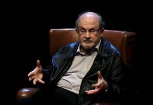 Salman Rushdie é ateu e sua obra é considerada ofensiva ao profeta Maomé Foto: ELOY ALONSO / REUTERS