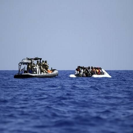 Operação prevê a busca, apreensão e destruição de barcos operados por traficantes Foto: Gregorio Borgia / AP