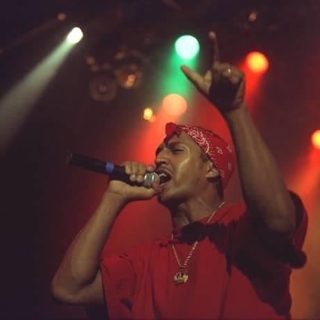 Mano Brown, com os Racionais MCs, em 1998 Foto: Guto Costa / 11-12-1998