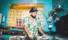 Nas pick ups. Zeh Pretim representa a cena carioca na música eletrônica Foto: Divulgação/Raul Aragão