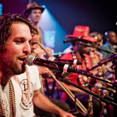 O grupo Samba de Santa Clara recebe o MC Andinho e DJs Felipe Guga e Just Mike no Biergarten Foto: Divulgação