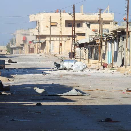 Rua fica deserta na cidade de de Kafr Nabudah, controlada pelos rebeldes, na província de Hama Foto: AMMAR ABDULLAH / REUTERS