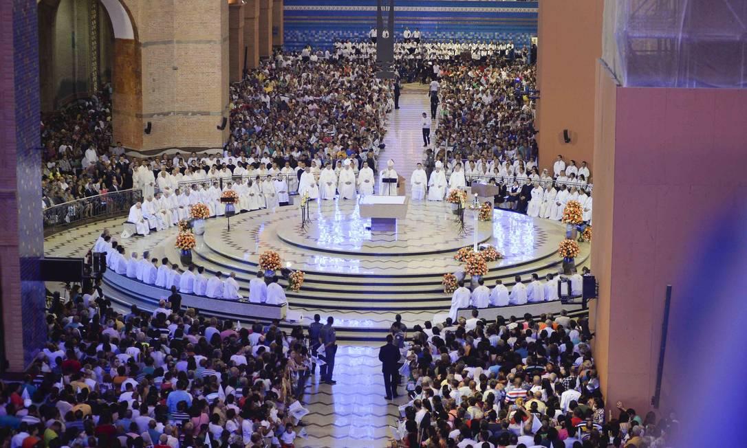 Dia De Nossa Senhora Aparecida: Devotos Celebram Dia De Nossa Senhora Da Conceição