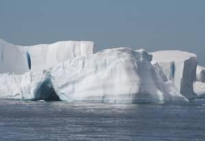 """Gelo na Antártica: pesquisa publicada nesta segunda-feira na revista """"Nature Geoscience"""" projeta uma duplicação da superfície derretida das prateleiras de gelo da Antártica até 2050 Foto: Divulgação/Science"""