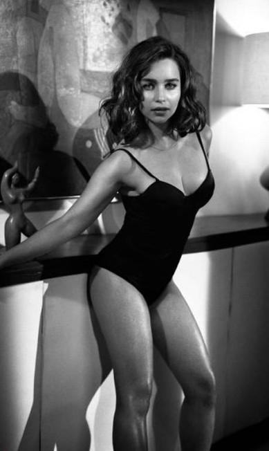 """O ano de 2015 parece ser mesmo de Emilia Clarke. Depois de ser eleita a mulher do ano pela """"GQ"""", ela agora foi escolhida como a mais sexy do mundo na edição 2015 da """"Esquire"""" Divulgação"""