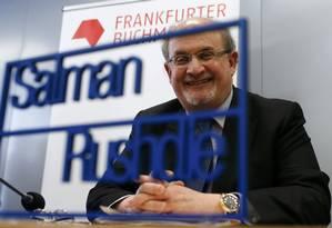 Salman Rushdie durante a conferência de abertura da Feira do Livro de Frankfurt Foto: Ralph Orlowski/Reuters