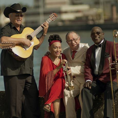 Grupo composto por músicos tradicionais da ilha venceu o Grammy de melhor interpretação latina em 1997 Foto: Alejandro Perez / Reprodução