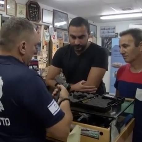 Maioria dos clientes na Gun Hill defende a posse e uso responsável de armas Foto: AP / Reprodução