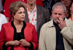 Lula na abertura do Congresso da CUT ao lado de Lula Foto: Pedro Kirilos / Agência O Globo 14/10/2015