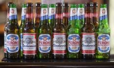 Garrafas deBudweiser beer, da AB InBev, e da Peroni, da SABMiller Foto: Simon Dawson / Bloomberg News