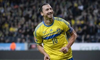 Ibrahimovic comemora um de seus gols pela Suécia Foto: Fredrik Sandberg/AP