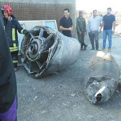 Turbina de avião iraniano caiu em subúrbio de Terrã nesta quinta-feira, mas não houve feridos Foto: Reprodução / Twitter
