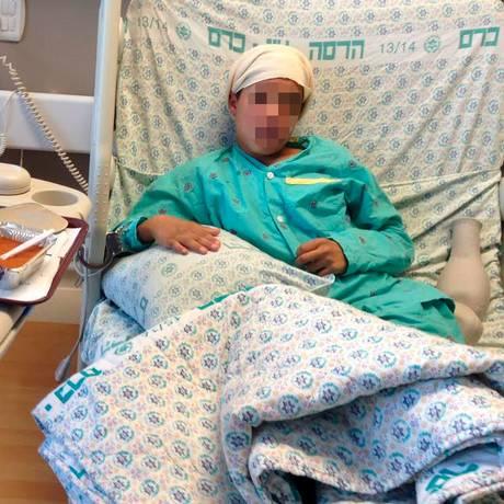 Israel divulga imagens do jovem Ahmed Manasra em hospital após acusação de executar o menino de 13 anos Foto: Reuters / Israeli Government Press Office