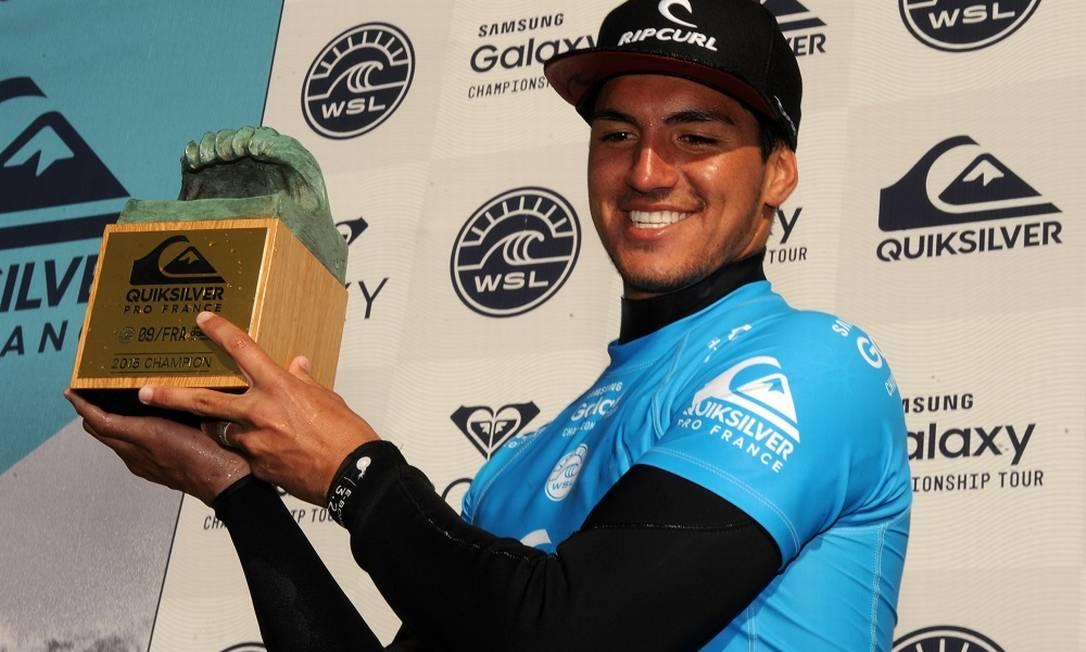 Gabriel Medina representa o Brasil no surfe Foto: GAIZKA IROZ / AFP