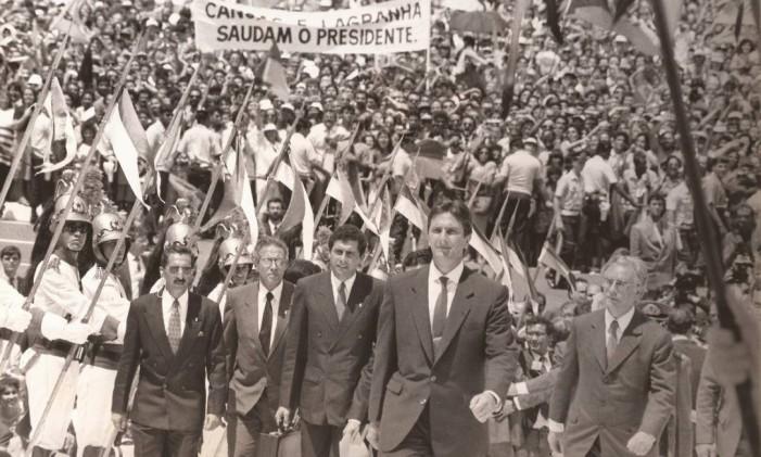 Como vice-presidente, ao lado Fernando Collor, sobe a rampa do Planalto, no dia da posse Foto: Acervo Memorial Itamar Franco / Divulgação