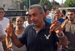 Mickey Ruhani agrediu um palestino que esfaqueou israelenses com o guarda-chuva Foto: Reprodução / Facebook