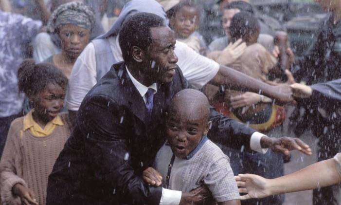 """Cena do filme """"Hotel Ruanda"""" Foto: Divulgação"""