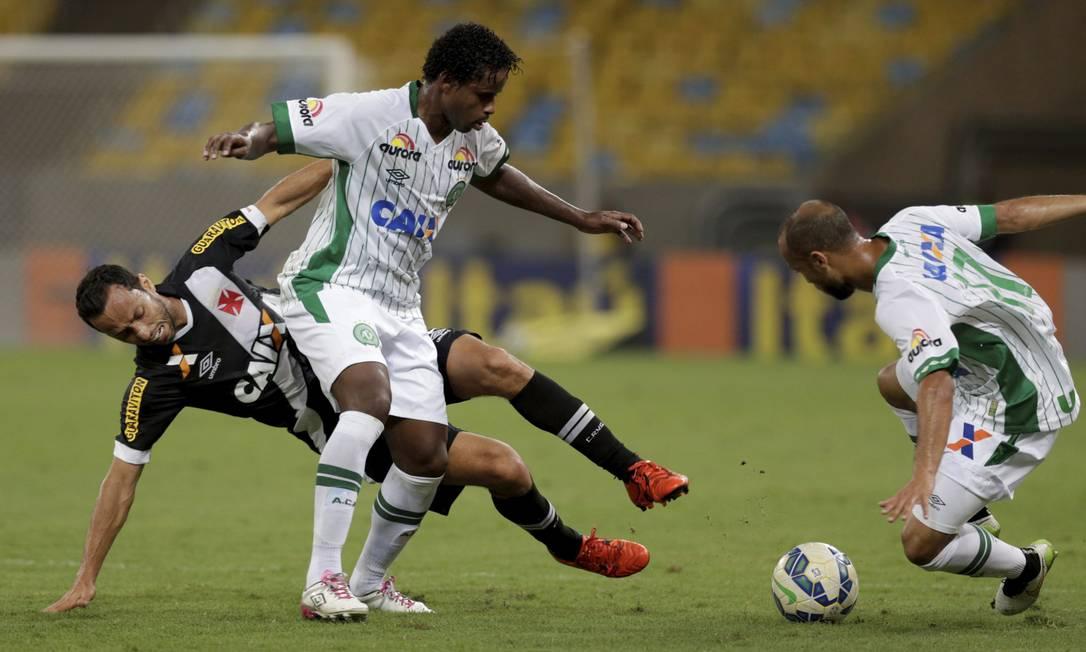 Vasco e Chapecoense fizeram jogo equilibrado no Maracanã Marcelo Carnaval / Agência O Globo
