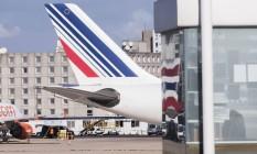 Avião da Air France no aeroporto Charles De Gaulle, em Paris Foto: Christophe Morin / Bloomberg