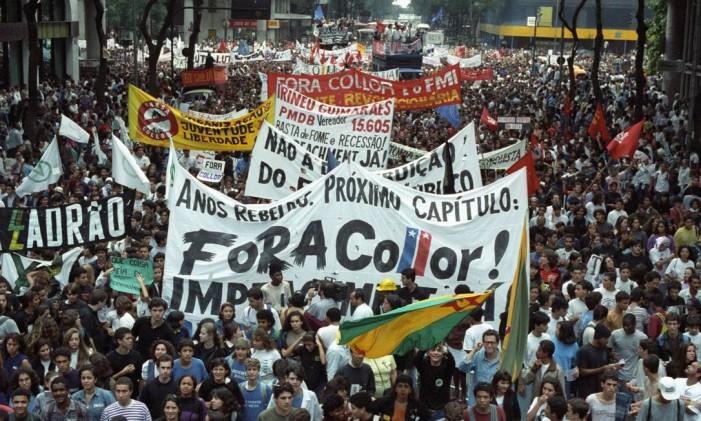 Manifestantes pedem o impeachment do presidente Collor Foto: Fernando Maia / Agência O Globo 21/08/1992
