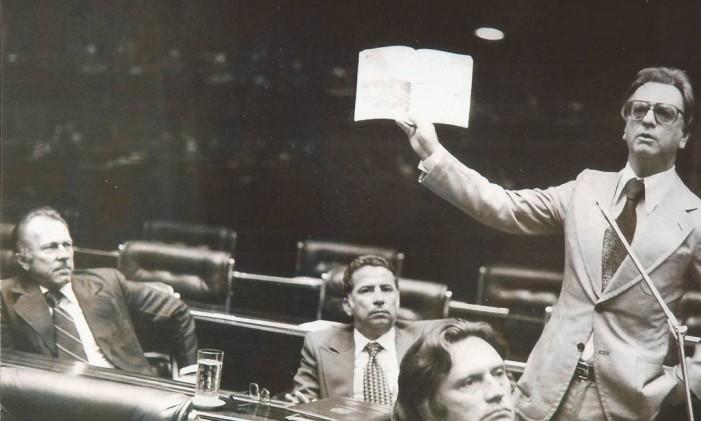 Senador Itamar Franco no Plenário da Câmara, durante a Constituinte de 1988 Foto: Acervo Memorial Itamar Franco