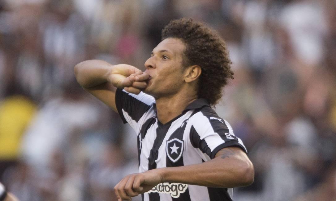 Arão festeja o terceiro gol do Botafogo ANTONIO SCORZA