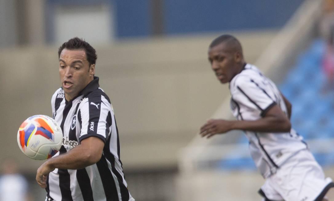 Daniel Carvalho entrou no segundo tempo e participou do gol de Arão ANTONIO SCORZA / Agência O Globo