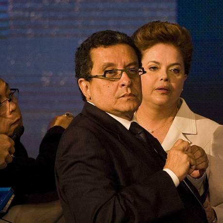 João Santana dom Dilma Rousseff: ele não deverá fazer campanhas em 2016 Foto: Marlene Bergamo/10-10-2010