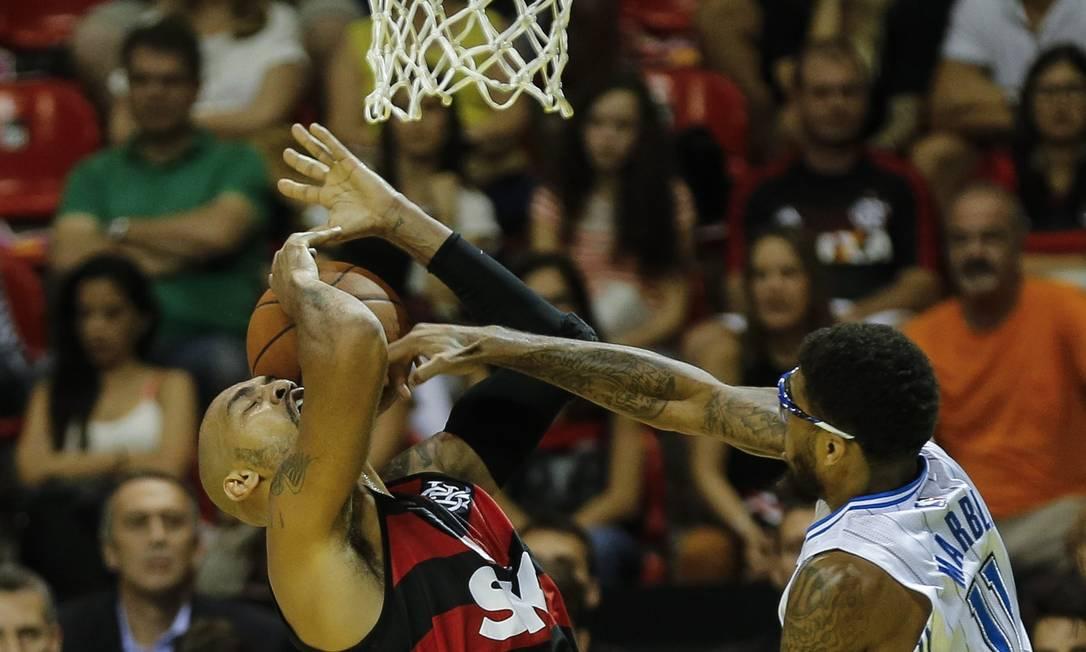 Marquinhos, do Flamengo, tem trabalho com a marcação do Orlando Alexandre Cassiano