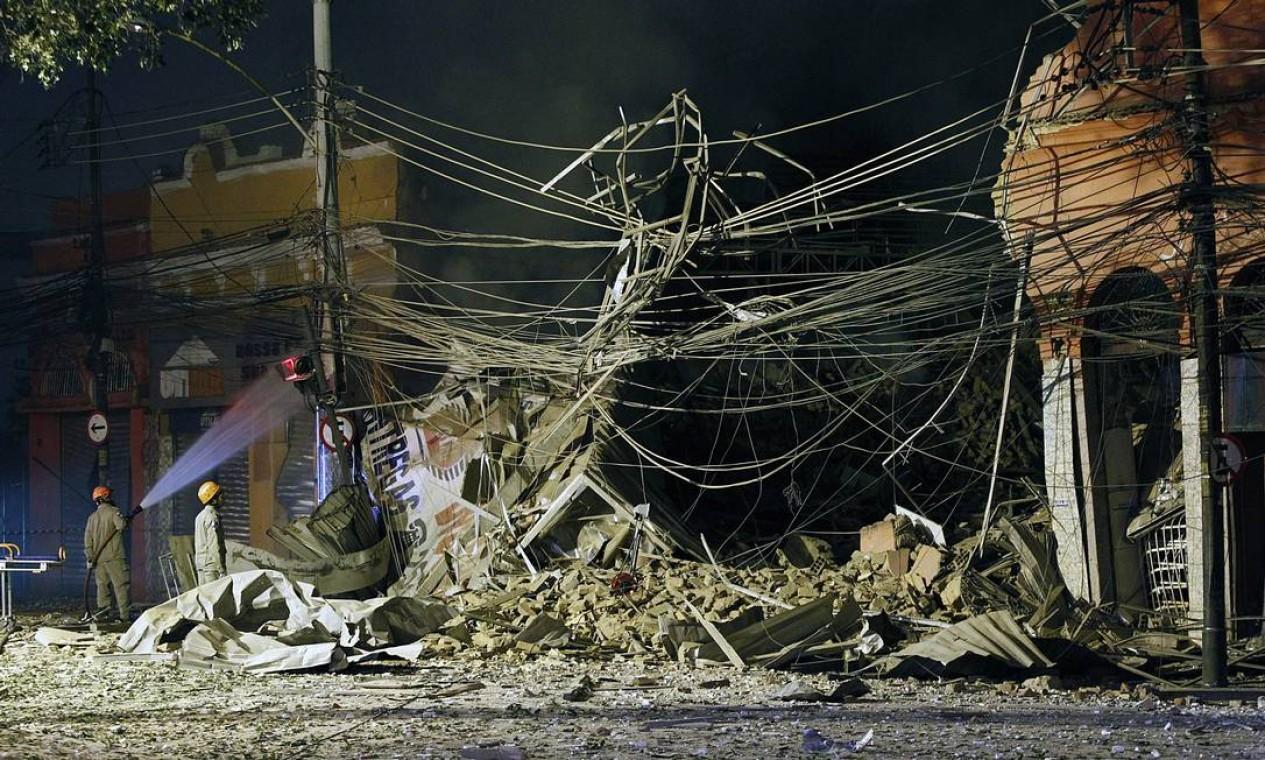 Pelo menos 40 imóveis foram atingidos por explosão Foto: Thiago Lontra / Agência O Globo