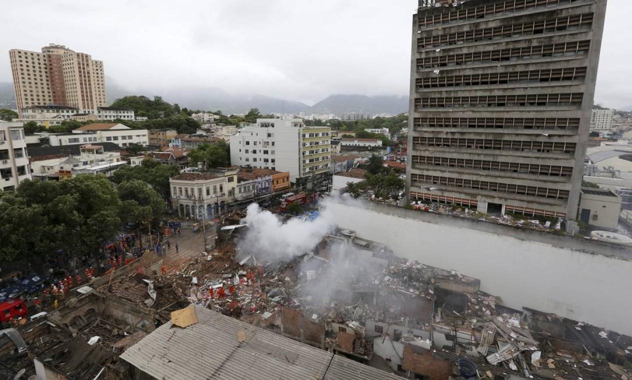 Quarenta imóveis foram atingidos pela explosão nas ruas São Luiz Gonzaga, Fonseca Telles e no Campo de São Cristóvão Foto: Pablo Jacob / Agência O Globo