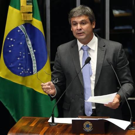 Lindbergh Farias (PT-RJ) durante discurso no Senado Foto: Aílton de Freitas / Agência O Globo / Arquivo 02/03/2015