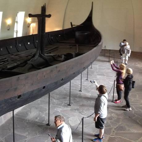 Um dos navios do século IX exposto no Museu Viking Foto: Carolina Mazzi / Agência O Globo