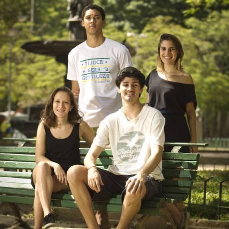 Berço. Alguns membros do coletivo na Praça Xavier de Brito, onde tudo começou Foto: Agência O Globo / Guilherme Leporace