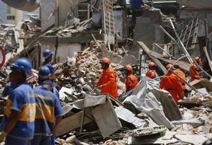 Bombeiros encerram o trabalho de buscas por vítimas em local de explosão em São Cristóvão Foto: Pablo Jacob / Agência O Globo