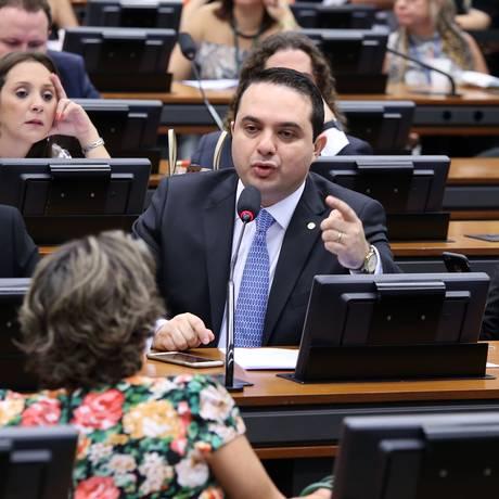 O deputado Evandro Gussi (PV-SP) fez algumas alterações para diminuir a resistência ao texto Foto: Gilmar Felix / Agência Câmara