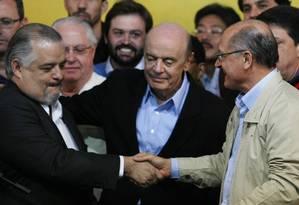O vice-governador Márcio França com os tucanos José Serra e Geraldo Alckmin Foto: Michel Filho / 05-10-2014 / Agência O Globo